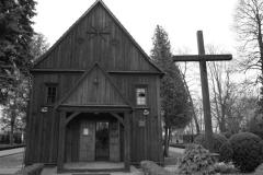 Kościół pw. św. Michała Archanioła w Grodzisku wraz z cmentarzem Barokowa świątynia z początku XVIII wieku w Warszawie – Białołęce, w Grodzisku przy ulicy Głębockiej 119. Od 1965 r. w rejestrze zabytków. Modrzewiowa budowla ze stromym dwuspadowym dachem krytym gontem, z niewielką wieżyczką zwieńczoną krzyżem, stoi w pobliżu zabytkowego cmentarza z XVI wieku (1534 r.) na terenie Grodziska. Cmentarz również znajduje się w rejestrze zabytków.